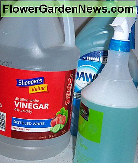 The completed shower spray with the white vinegar and dish washing detergent.