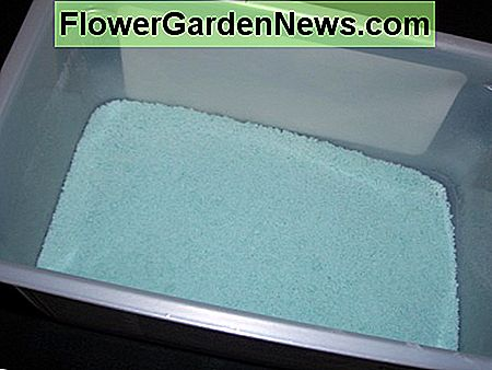 Use laundry powder as a fragrant base.