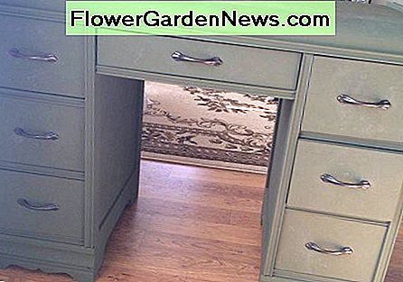 Easy Vintage Chalk Painted Furniture Project