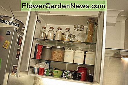 Wall unit for jars and mugs