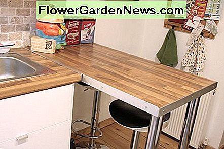Breakfast bar worktop space